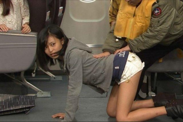 小島瑠璃子さんの水着姿がエッチな画像-182