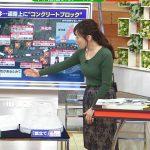 【画像】TBSひるおび!・江藤愛さん。グリーンのニットのおっぱいをエチエチに膨らませてしまう???