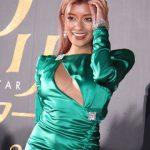 【画像】映画イベントに登場したローラさん、おっぱいや太ももを見せまくりセクシードレス着用でエチエチ?