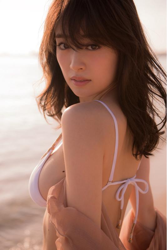 泉里香さんのワンピース・ナミのコスプレがめちゃめちゃエッチな画像-102