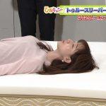 【画像】ひるキュン!の田中みな実さん、ベッドに横になった時の寝おっぱいの山がエチエチ😍