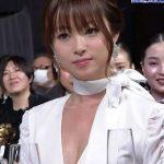 【画像】おっぱいの谷間だしっぱなしの状態で授賞式に挑んだ女優・深田恭子さんの第42回日本アカデミー賞😍