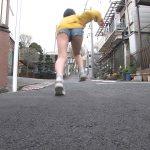 【画像】辻夏樹さん、全力坂でショートパンツをお尻に食い込ませて太ももむき出しでエチエチダッシュ??♀️?