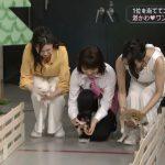 【画像】緑川静香さん、関西ローカルのド深夜番組で背中パックリおっぱい見せサービス😂