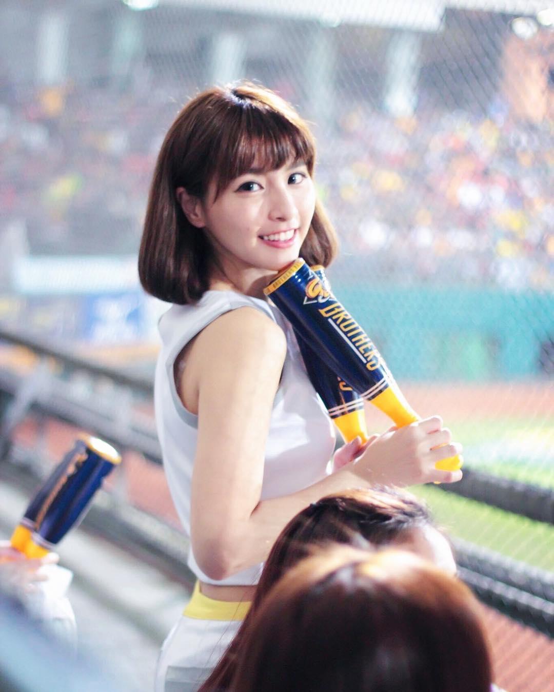台湾プロ野球のチアガール「峮峮・ちゅんちゅん」の画像-046