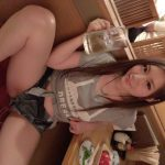 【画像】とんでもなくエチエチなショートパンツを穿いて居酒屋でお股拡げてのんじゃうセクシー女優お姉さん😍😍😍😍