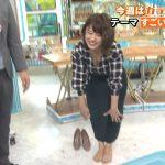 【画像・GIF】日本テレビ女性アナウンサー・尾崎里紗さんの前屈胸チラでおっぱいの谷間がまぁまぁ見える😍😍😍😍😍😍